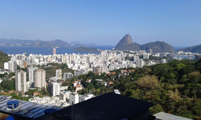 vista Pan de Azúcar desde favela Pereirao en Rio de Janeiro