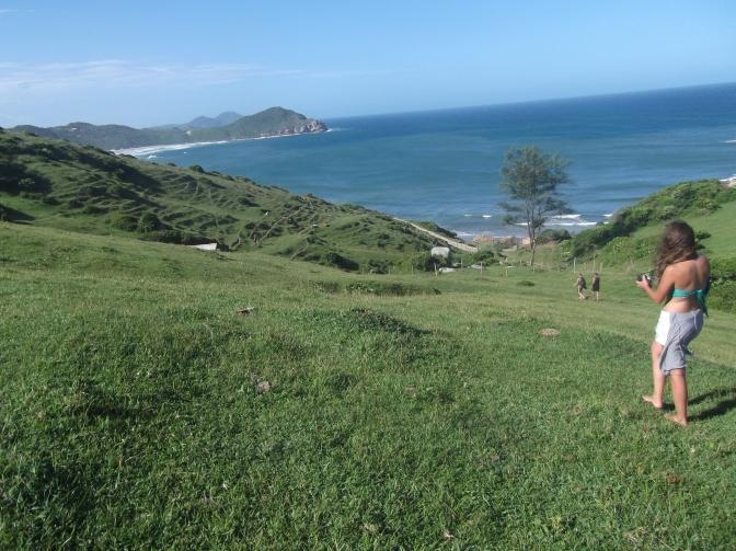 las vistas de la playa desde el morrinho de Praia do Rosa