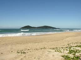 las mejores playas de florianopolis Arenas blancas y aguas cristalinas en playa Campeche en Florianópolis, Brasil