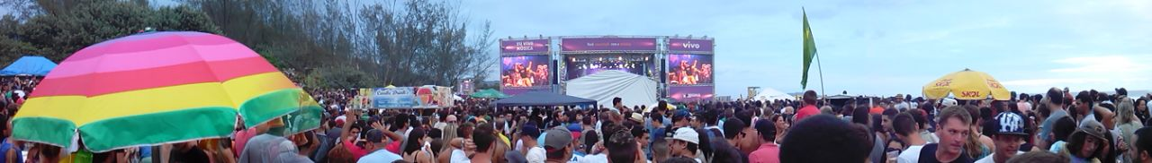 las mejores playas de florianopolis fiestón y concierto en Playa Campeche en Florianópolis Brasil