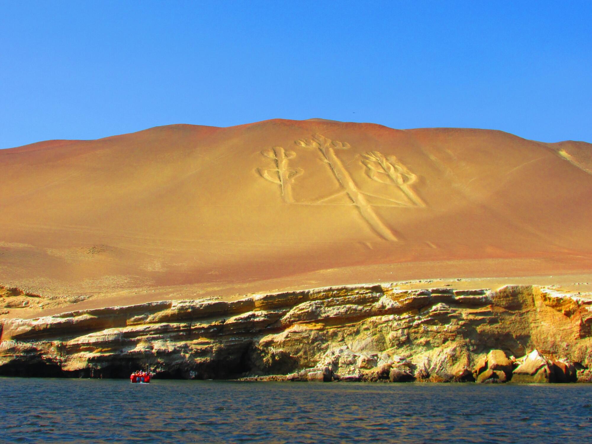 vista desde el barco de El Candelabro, Paracas, Perú