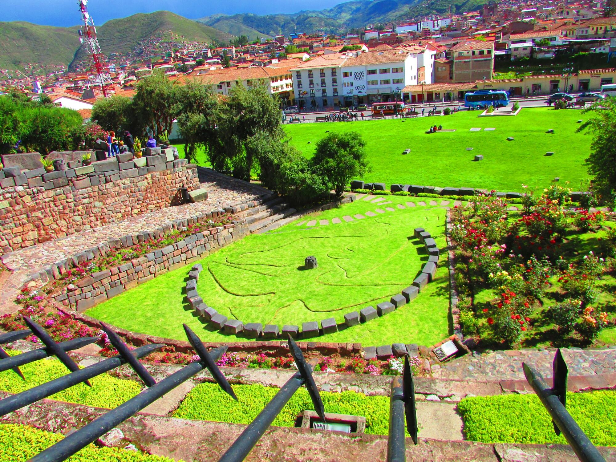vistas del jardín de Coricancha desde el museo