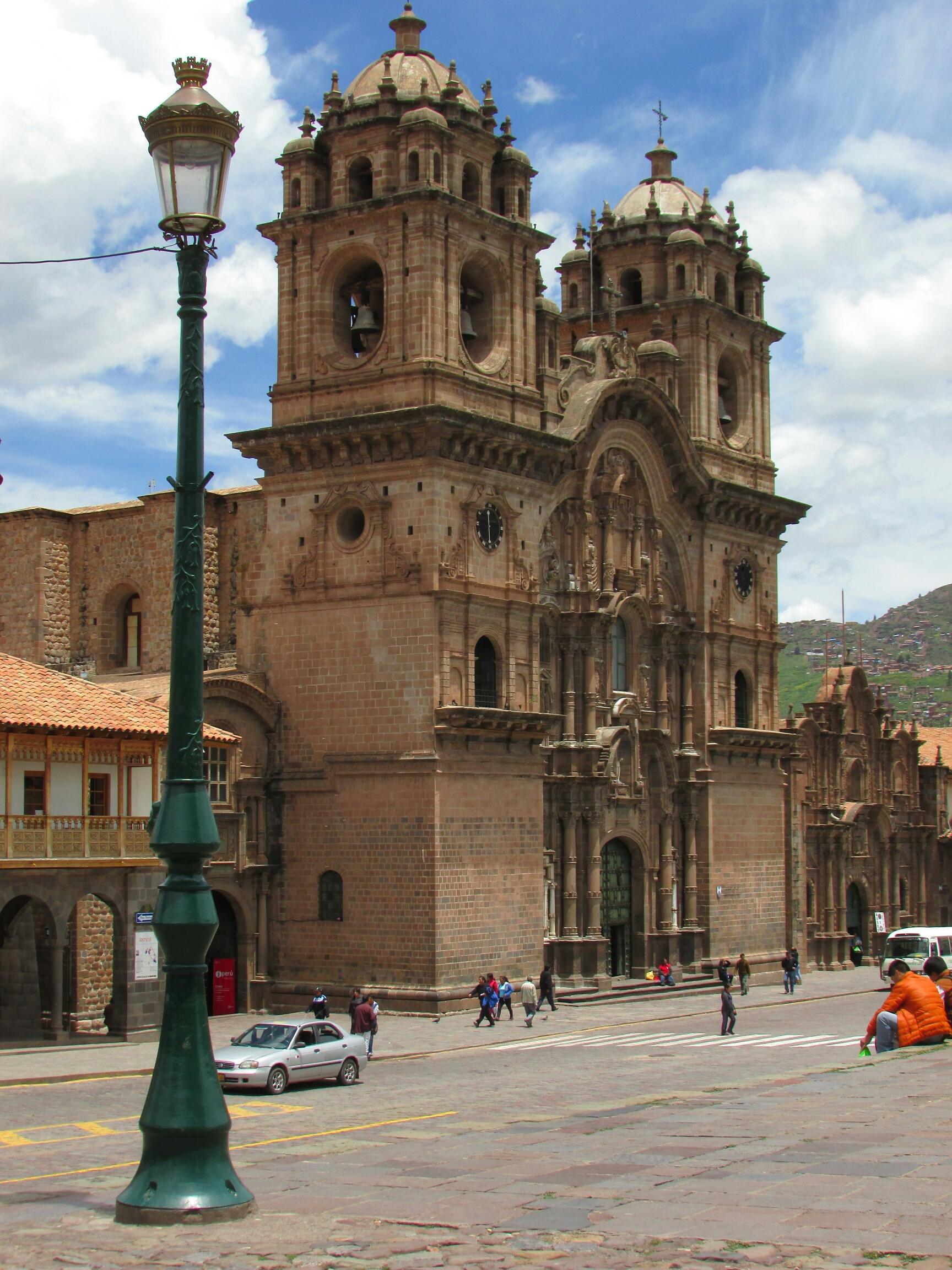 Catedral impresionante en la Plaza de Armas de Cuzco