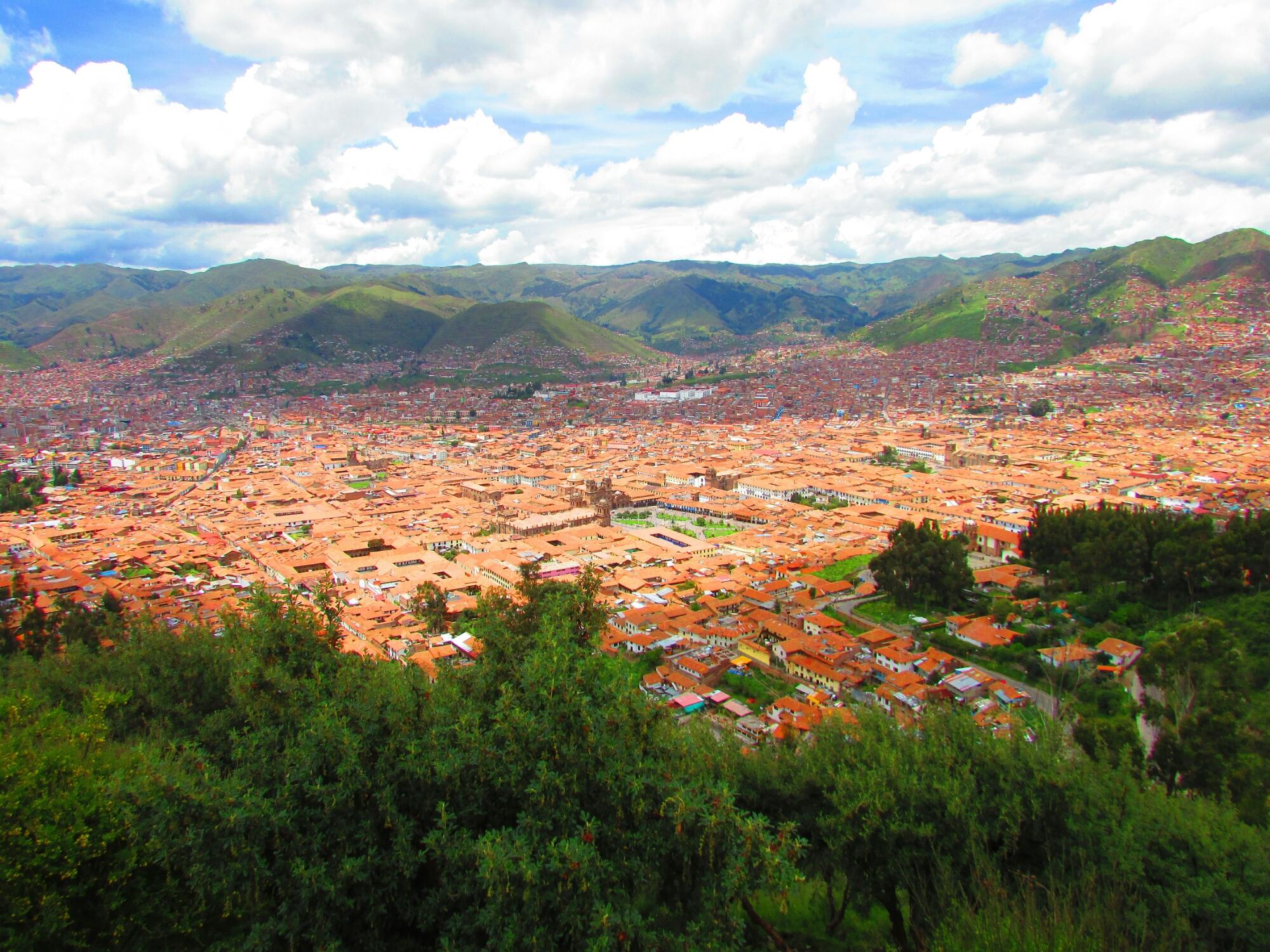 vista panorámica de la ciudad de Cuzco desde la estatua del Cristo Blanco