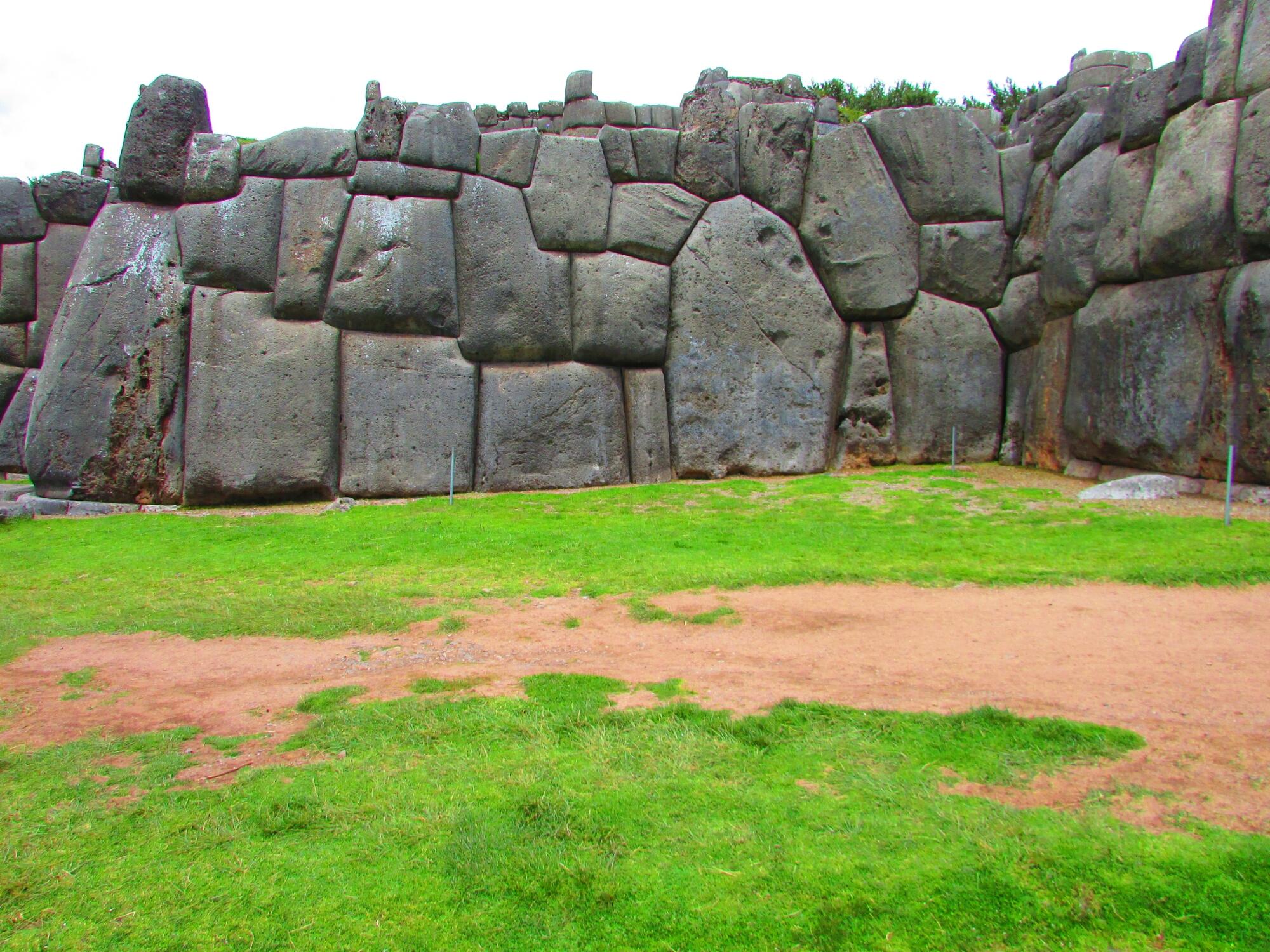 la gran fortaleza inca de Sacsayhuamán donde los habitantes de Cuzco se refugiaban en caso de  conflicto