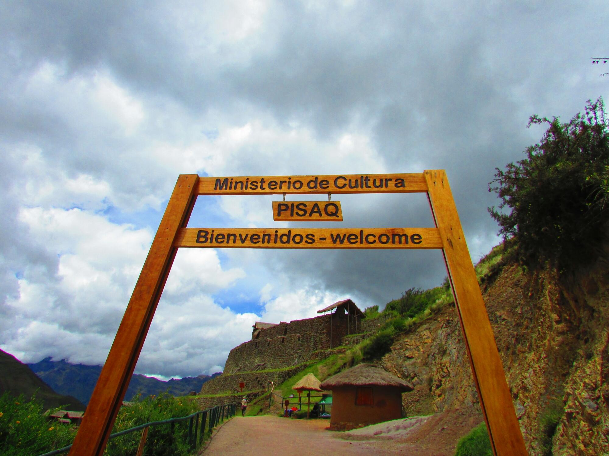 entrada ruinas incas de Písac en el Valle Sagrado cerca de Cuzco