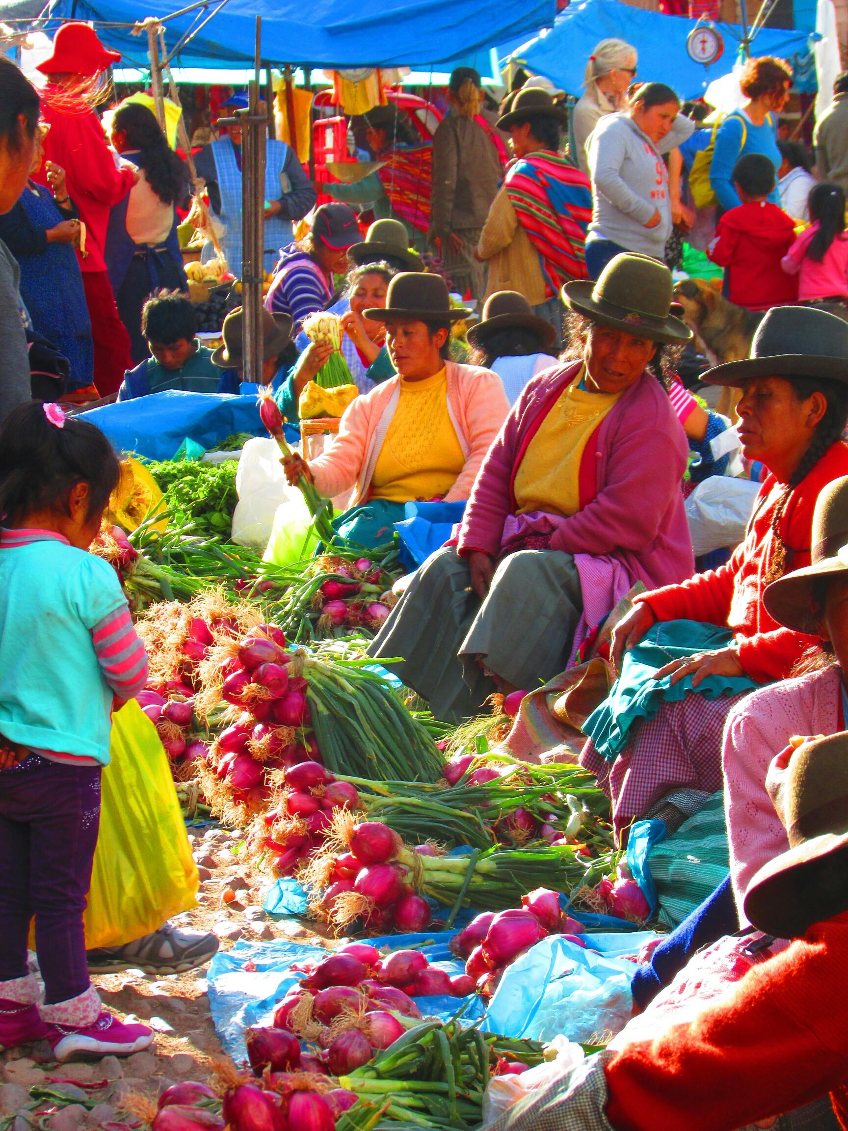 las mejores telas de Perú en el Mercado de Písac en el Valle Sagrado cerca de Cuzco