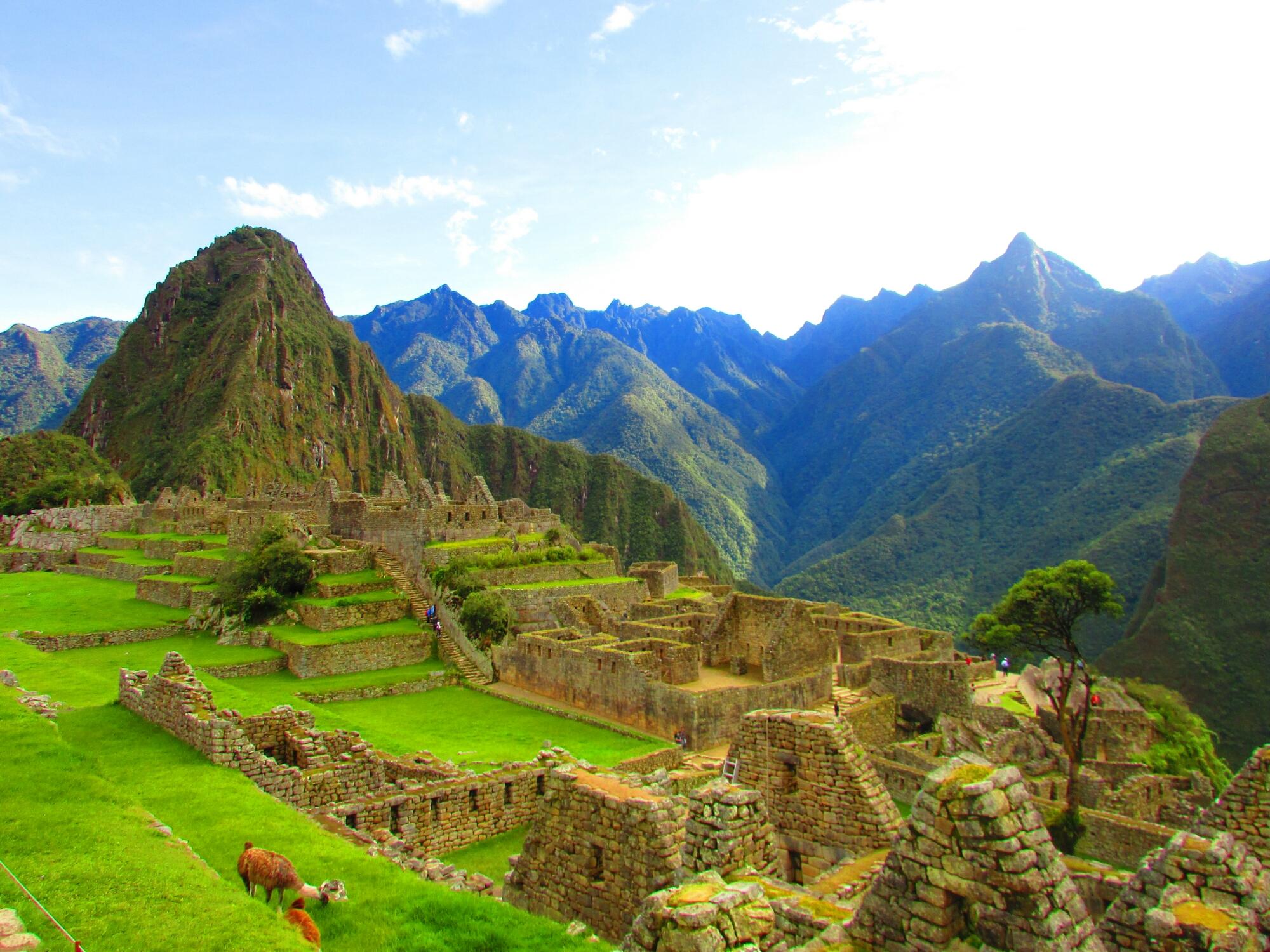 vista de la ciudadela de Machu Picchu y la montaña Huayna Picchu