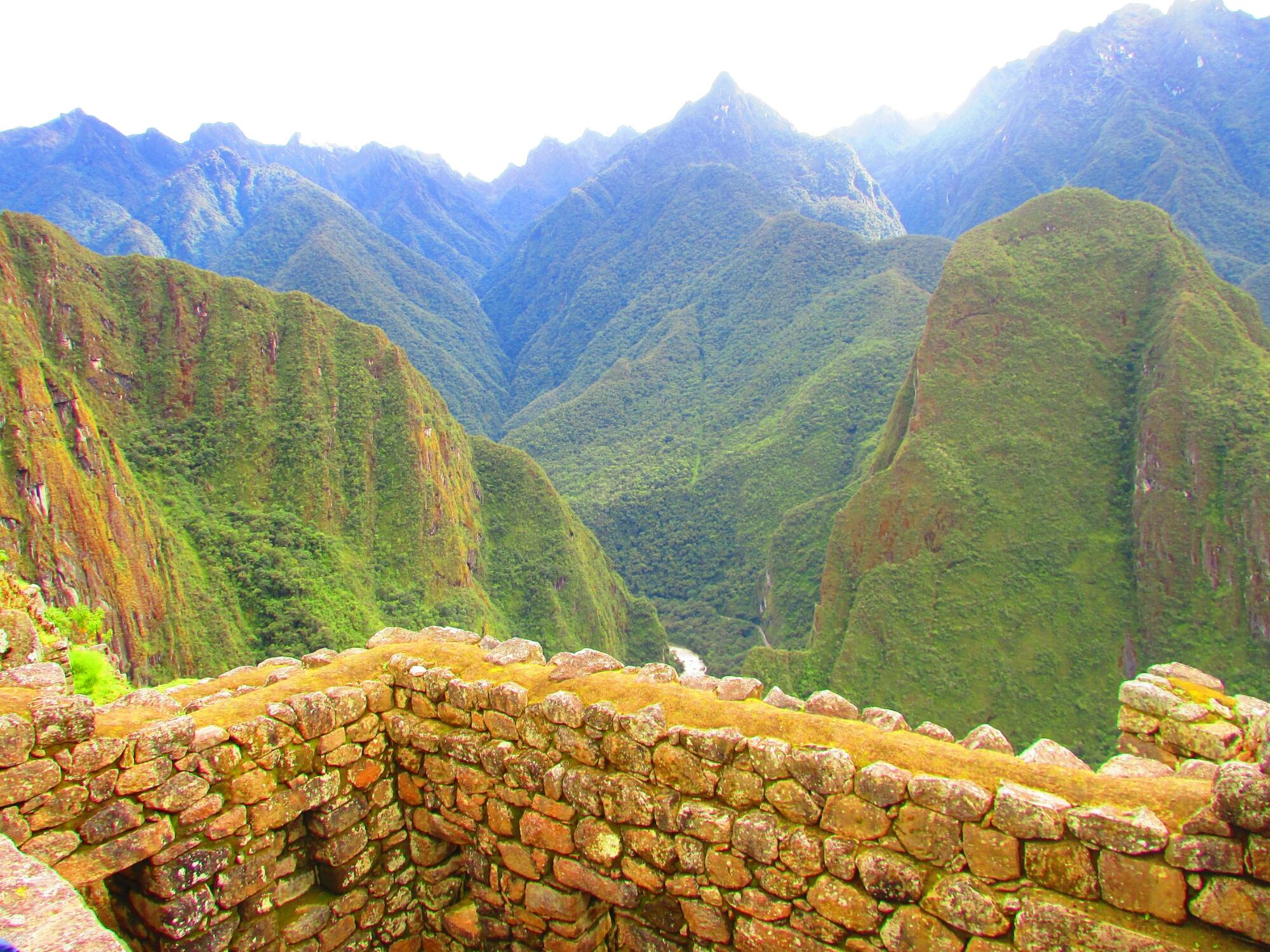 las montañas que se alzan alrededor de la ciudadelña de Machu Picchu, las más importante y mejor conservada de las ruinas incas en Cuzco
