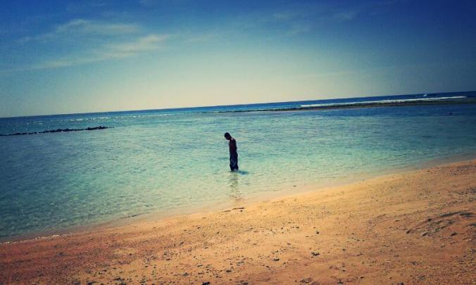 playa de aguas cristalinas en islas gili