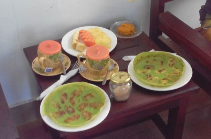 comidas tipicas de indonesia tortita verde de plátano